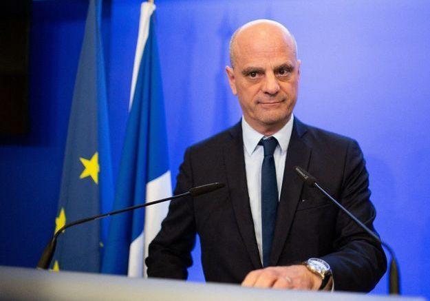 Reportage au ministère de l'éducation : Jean-Michel Blanquer organise la réouverture des écoles