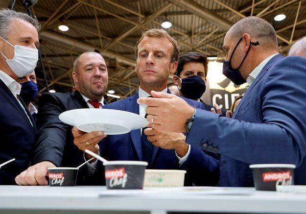 « S'il a un truc à me dire qu'il vienne » : Macron cible d'un jet d'œuf à Lyon