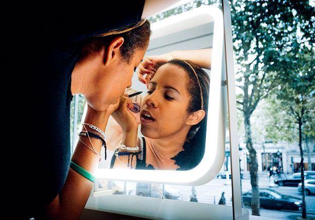 Se maquiller quand on est malvoyante ou non-voyante : reportage lors d'un atelier innovant