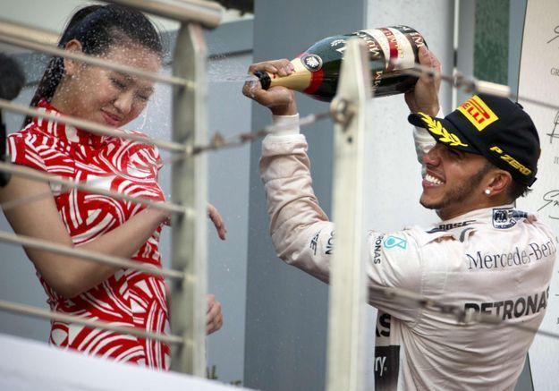 Sexisme : le geste de Lewis Hamilton pointé par les internautes