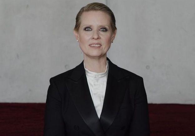 « Sois une (vraie) femme » : Cynthia Nixon dénonce les injonctions faites aux femmes dans une vidéo