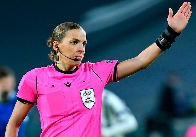 Stéphanie Frappart, première femme à arbitrer un match d'Euro masculin