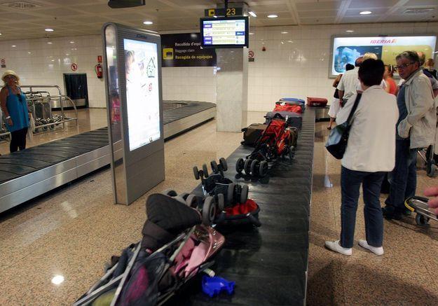 Un bébé de 5 mois tué par le tapis à bagages d'un aéroport