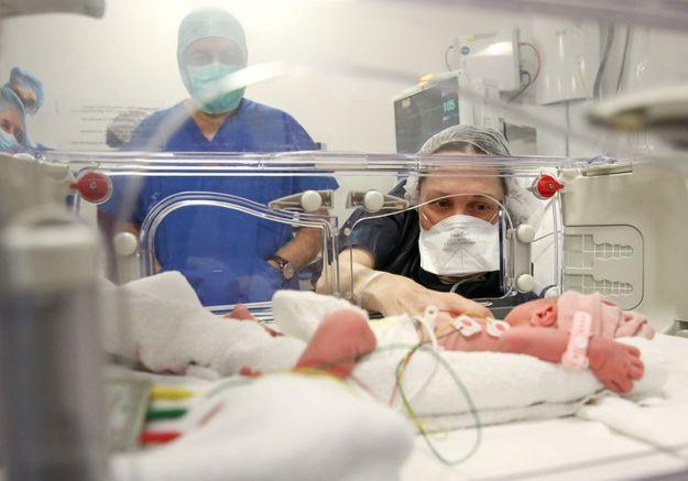 Première naissance d'un bébé grâce au don d'utérus d'une mère à sa fille