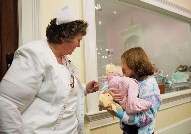 Un enfant malade et orphelin adopté par son infirmière