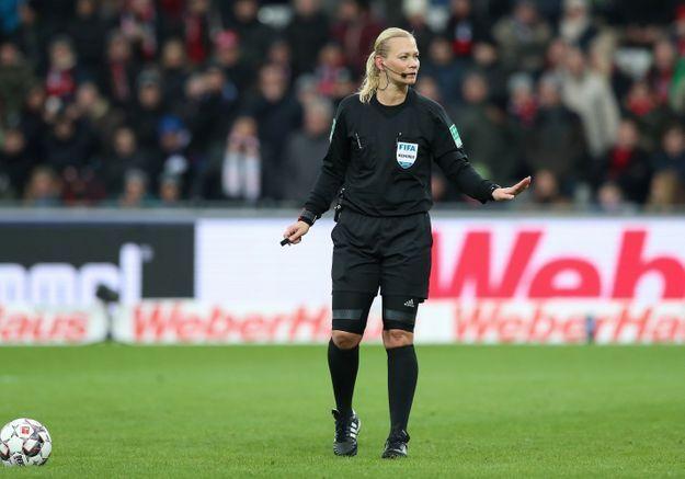 Un match de foot arbitré par une femme ? L'Iran censure la rencontre