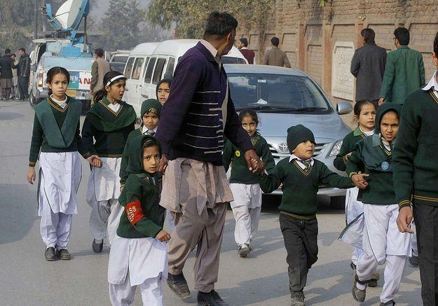 Une attaque terroriste dans une école au Pakistan a fait plus d'une centaine de morts
