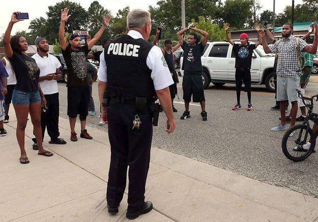 USA: émeutes après le meurtre d'un adolescent noir par un policier
