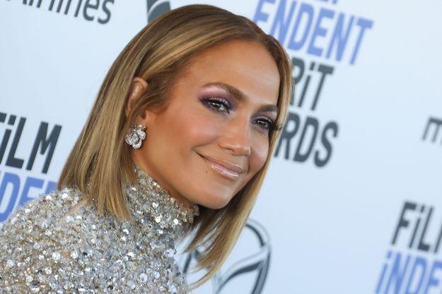 Jennifer Lopez opte pour cette coiffure emblématique des années 80