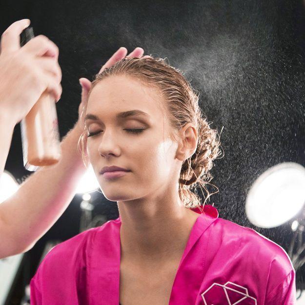 L'astuce imparable quand on a mis trop de shampoing sec