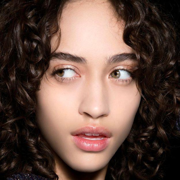 Coiffures pour les adolescents noirs avec des cheveux de longueur moyenne