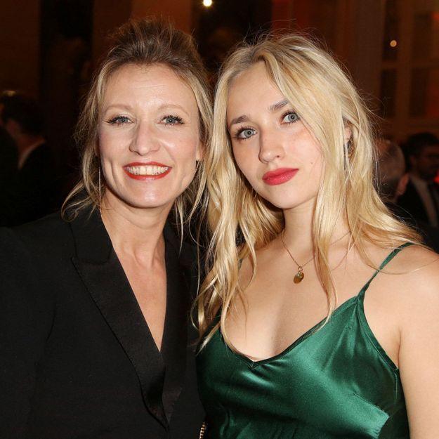 Alexandra Lamy : sa fille Chloé Jouannet s'affiche avec la même coupe de cheveux et c'est son sosie