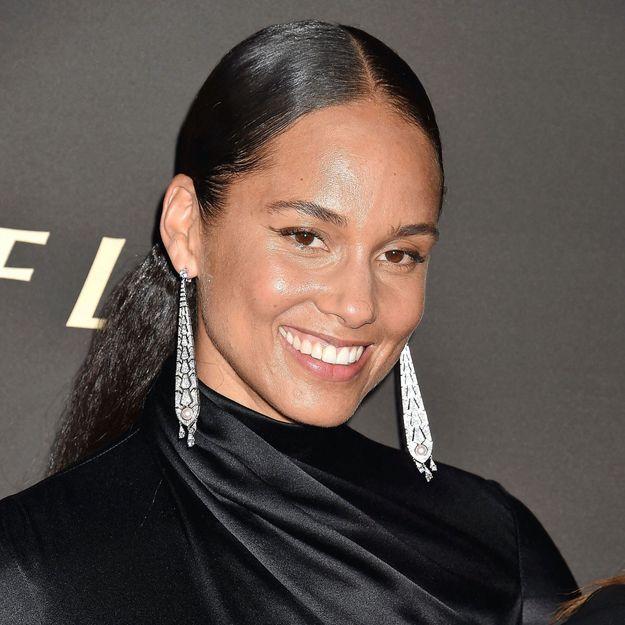 Alicia Keys renoue avec la frange droite de ses débuts