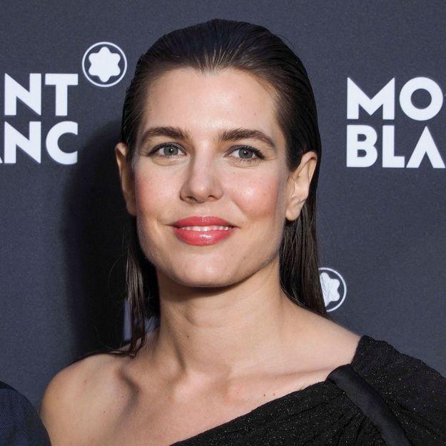 Charlotte Casiraghi : la fille de Caroline de Monaco adopte le carré qui se porte à tout âge