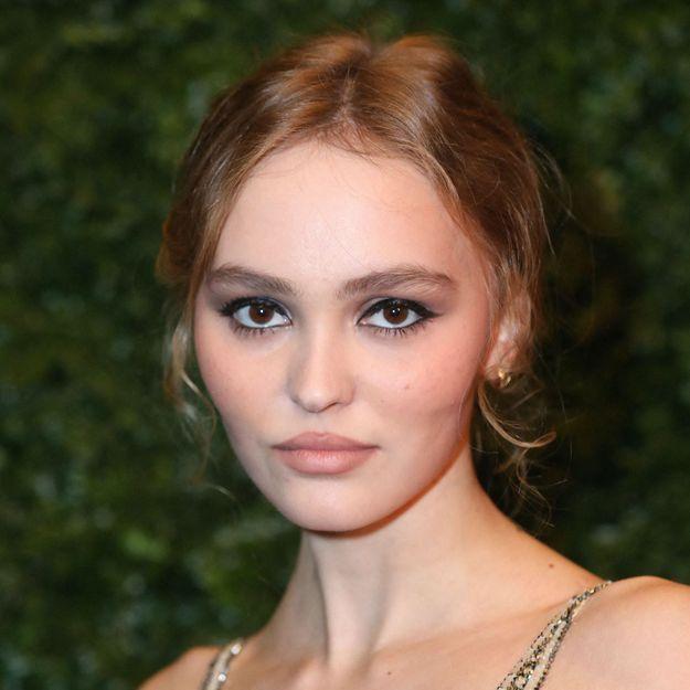 Cheveux : Lily-Rose Depp fait renaître cet accessoire des années 60