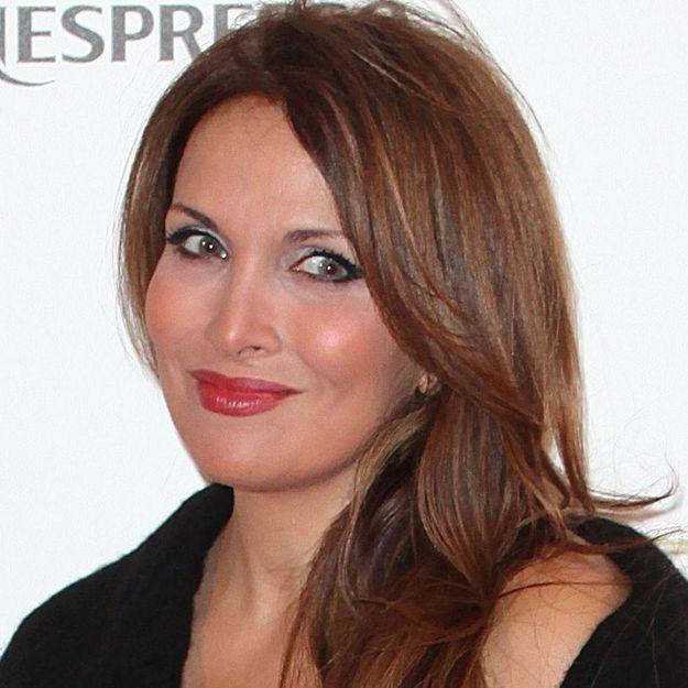 Hélène Segara change radicalement de coupe et ça lui va a ravir