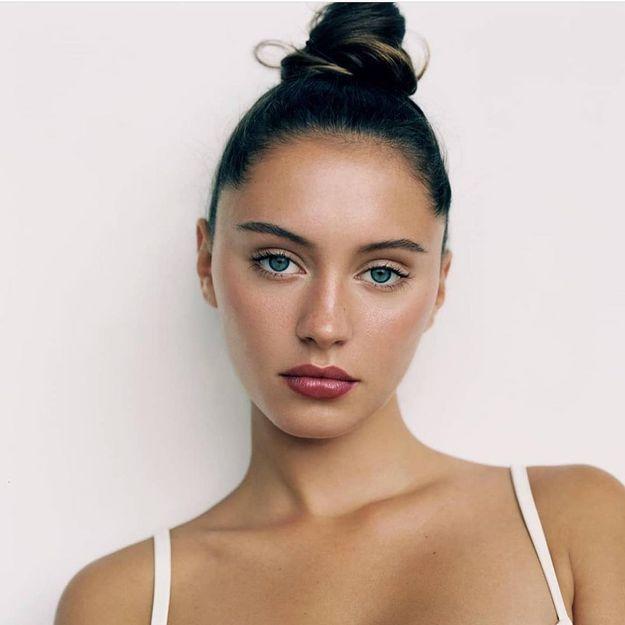 Iris : la fille de Jude Law confirme la coiffure tendance du moment