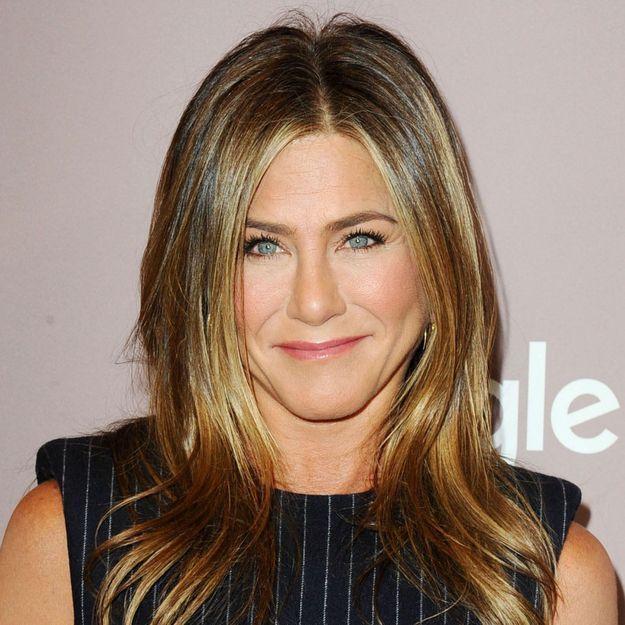Jennifer Aniston affiche ses cheveux naturels et ils ne ressemblent pas à ce que l'on croit