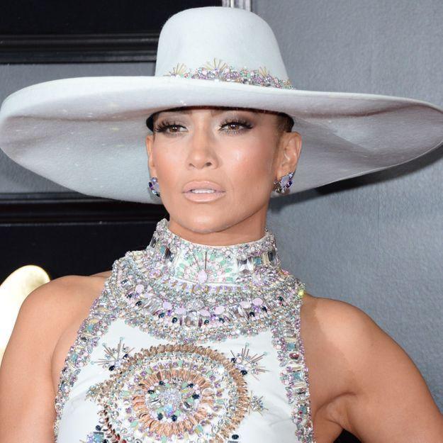 Jennifer Lopez coupe ses cheveux et prouve que ce carré est la star de la rentrée