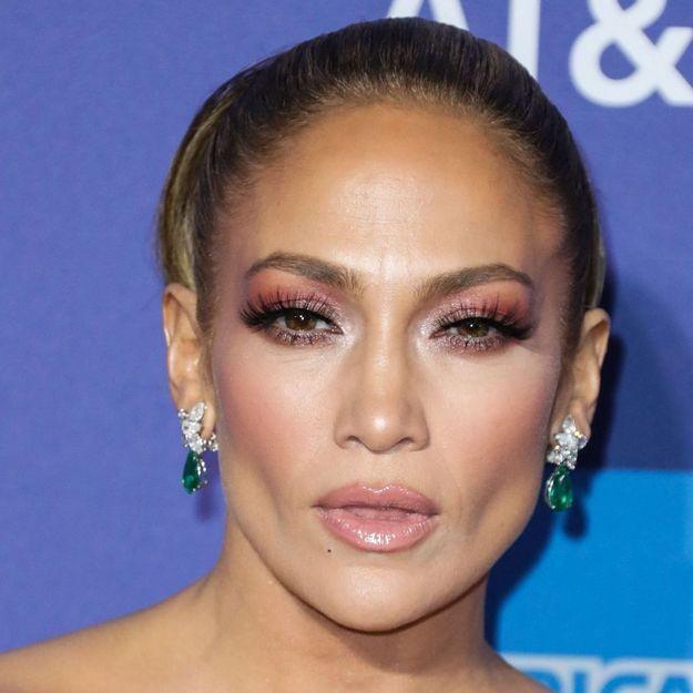 Jennifer Lopez opte pour une coiffure des années 70 sur Instagram