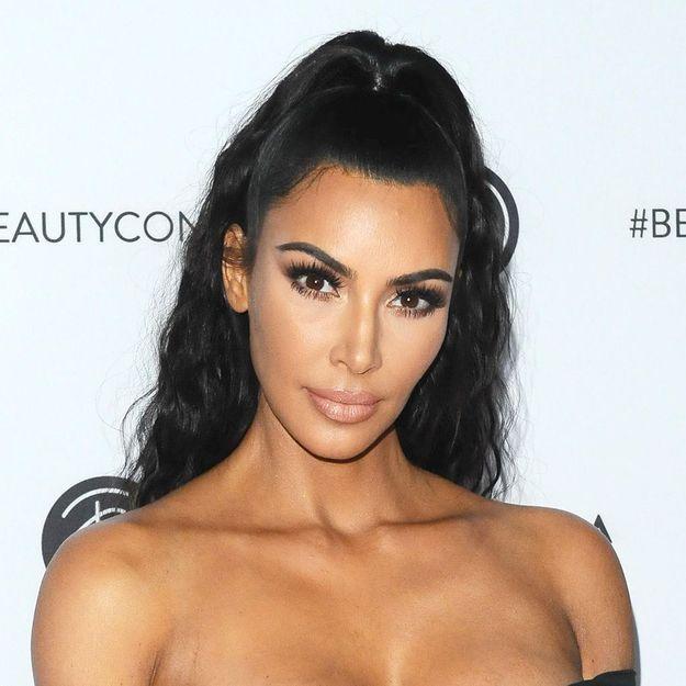 Kim Kardashian Adopte La Coupe De Cheveux Du Moment Elle