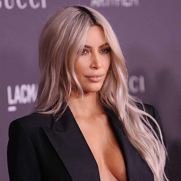 Kim Kardashian passe à la chevelure bubble gum !