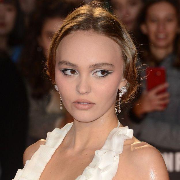 Lily-Rose Depp reprend une coiffure iconique de sa mère Vanessa Paradis