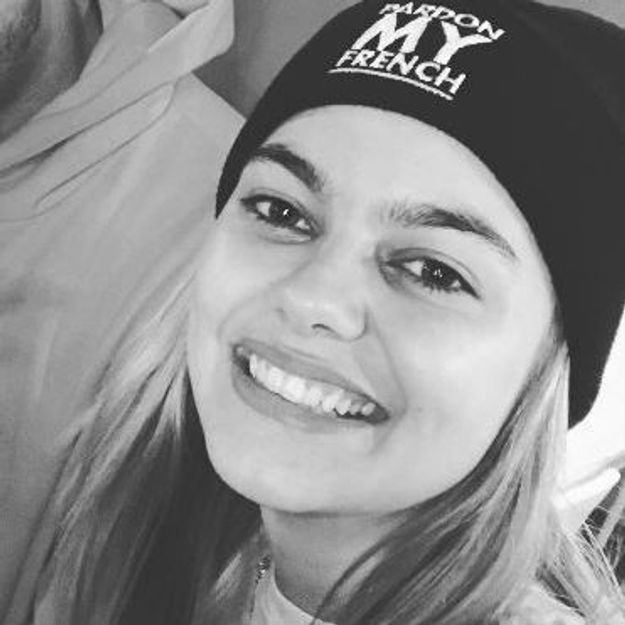 Louane : elle ose la coloration gris perle ! (photo)