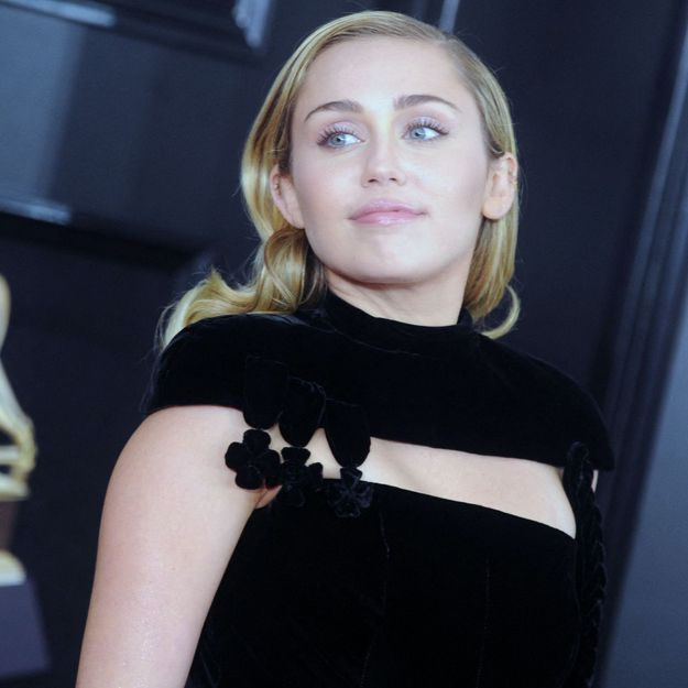 Miley Cyrus fait renaître la coiffure culte post-rupture de Lady Diana