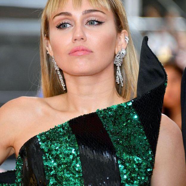 Miley Cyrus succombe pour une coiffure néo-punk !
