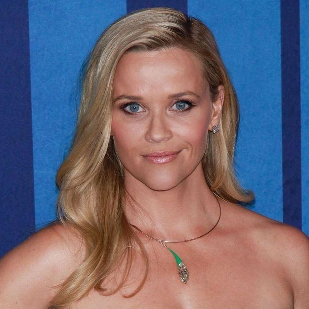 Reese Witherspoon révèle sa véritable couleur de cheveux et elle n'est pas blonde