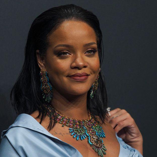 Rihanna adopte une nouvelle fois la coupe mulet