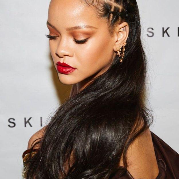 Rihanna s'affiche avec une nouvelle coiffure pour fêter la réussite de son parfum