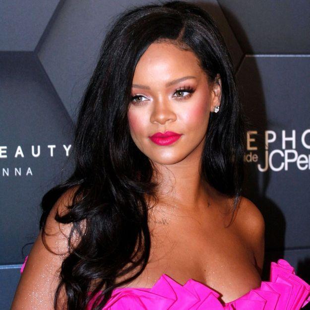 Rihanna succombe à un carré wavy et elle est super sexy