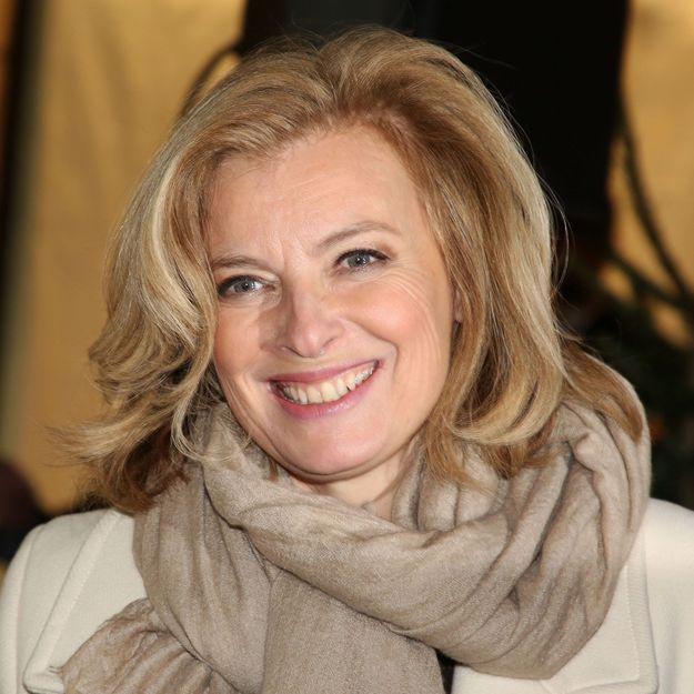 Valérie Trierweiler affiche une nouvelle coupe de cheveux et rayonne de bonheur