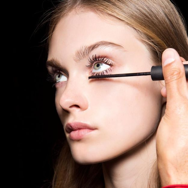Pour ou contre : le mascara sur les cils du bas