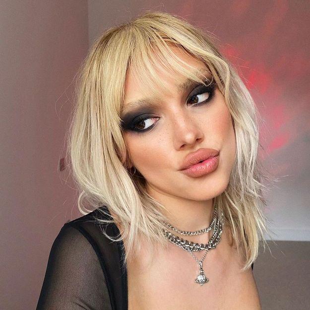 Comme dans les années 90, ce make-up vintage séduit à nouveau la jeune génération