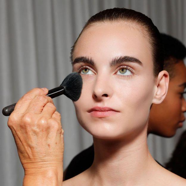 Oubliez le contouring, ceci est la nouvelle tendance maquillage 2020