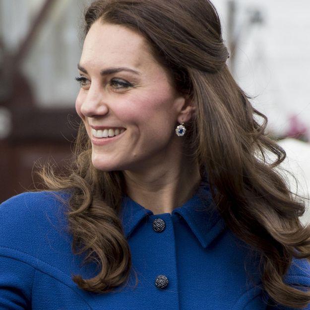 C'est l'accessoire cheveux que nous possédons toutes et Kate Middleton ne peut pas s'en passer