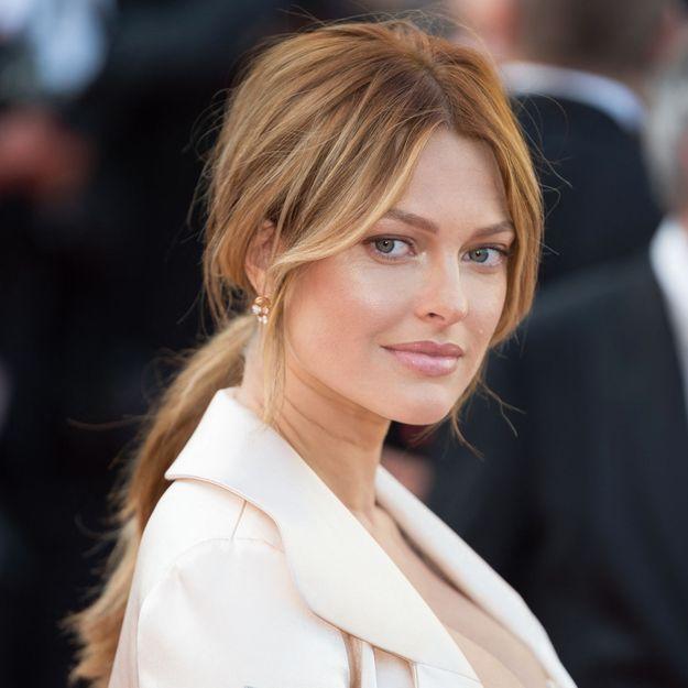 Caroline Receveur : coiffure et maquillage des années 90, elle est métamorphosée