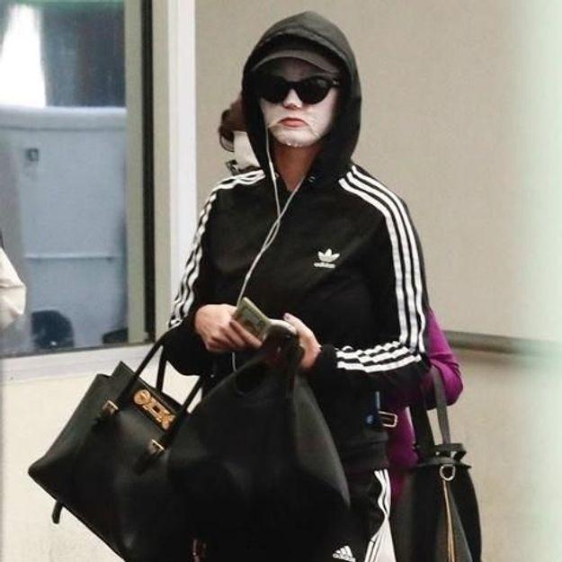 Cette star internationale a osé le masque hydratant pour le visage dans la rue !