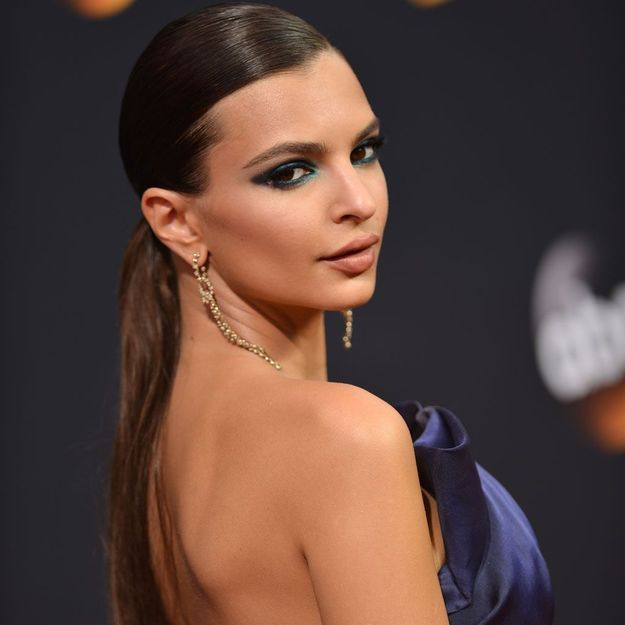 Emmy Awards 2016 : le regard hypnotique d'Emilie Ratajkowski