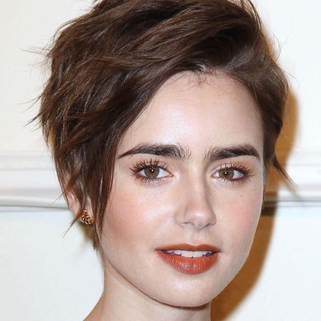 On aime le look beauté lumineux de Lily Collins
