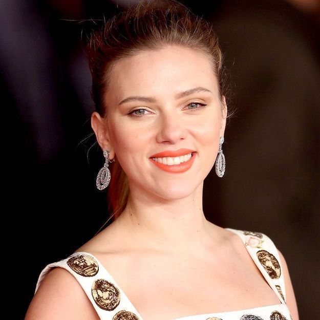 On veut le maquillage automnal de Scarlett Johansson