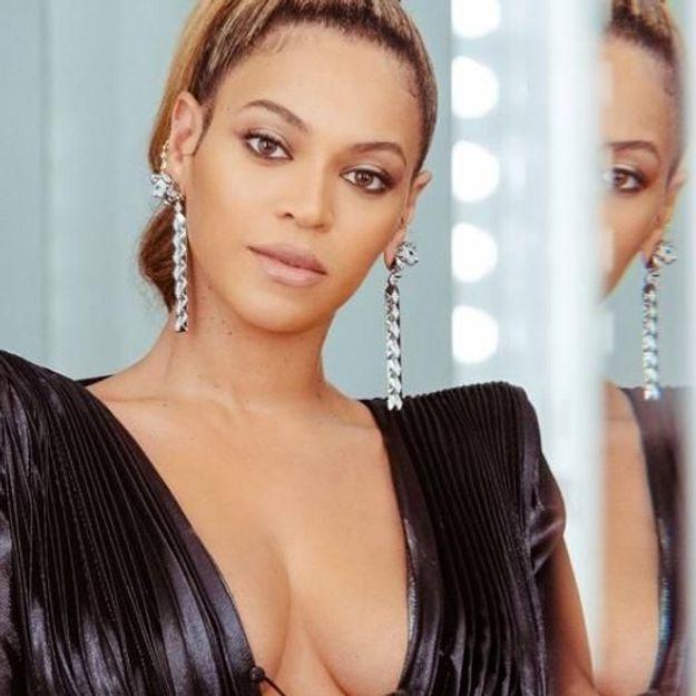 Pourquoi le beauty look de Beyoncé au brunch des Grammy Awards fait-il le buzz ?