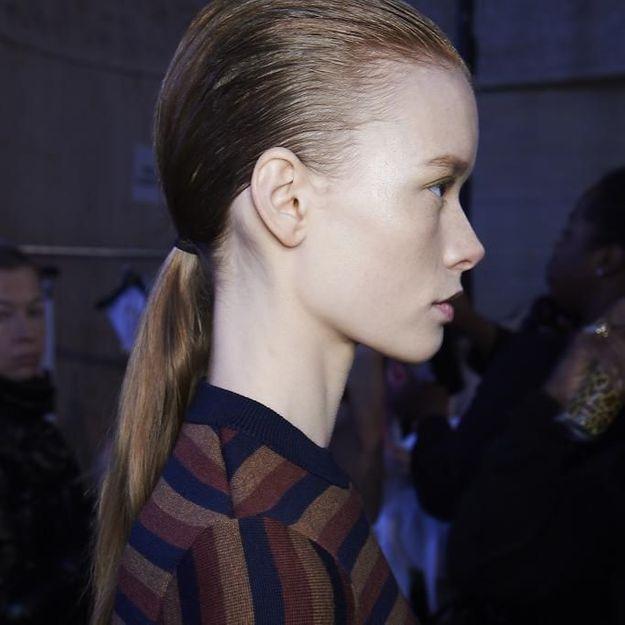 A nous la queue-de-cheval minimaliste du défilé Victoria Beckham