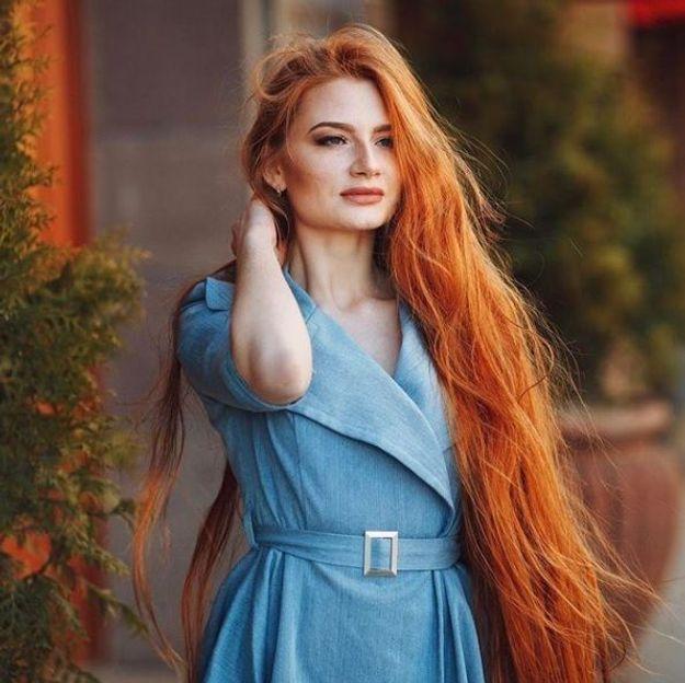Touchée par l'alopécie, ce mannequin a aujourd'hui les cheveux de Raiponce