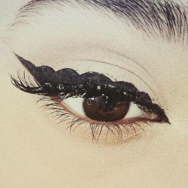 Bubble eye-liner : le nouveau make-up des filles... habiles !
