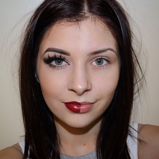 Elles posent à moitié maquillées pour promouvoir le make-up