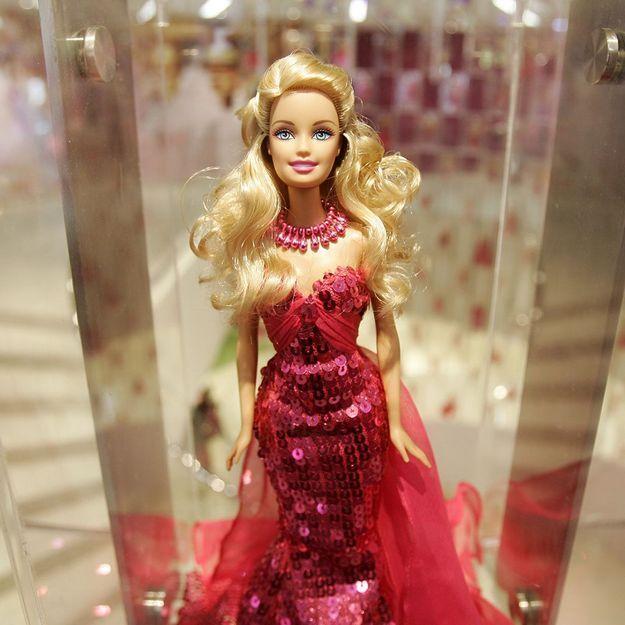Insolite : Barbie sort un rouge à lèvres avec M.A.C